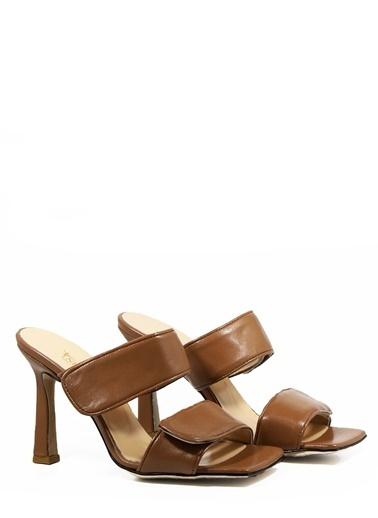 Nemesis Shoes Nemesis Shoes Gerçek Deri Topuklu Kadın Terlik Taba